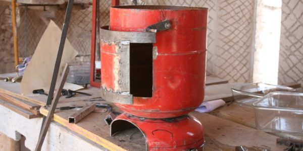 Turning a gas bottle into a woodstove.